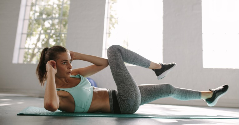 photo of a woman who works her oblique abdominal muscles very effectively with an exercise