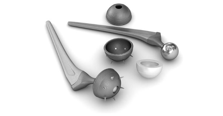 photo sur fond blanc des différents éléments qui constituent la prothèse totale de hanche
